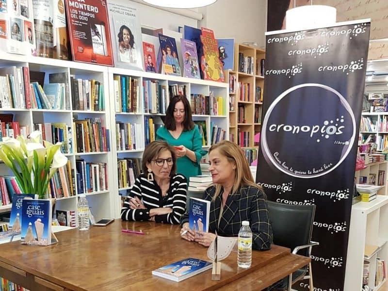 """La presidenta de Executivas presentó en Pontevedra el libro """"Case Iguais"""" acompañada de la presidenta de la Diputació"""