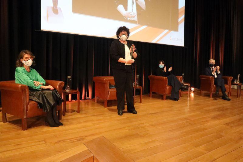 África González, referente en el campo de la inmunología, recoge el Premio Executivas 2020