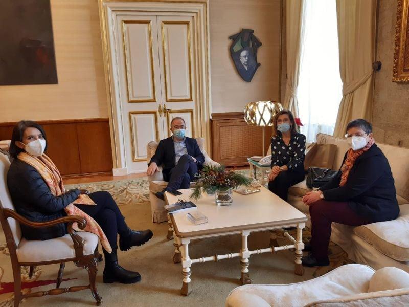 Executivas de Galicia se reunió con el alcalde de Santiago para establecer lazos de colaboración en ámbito de igualdad